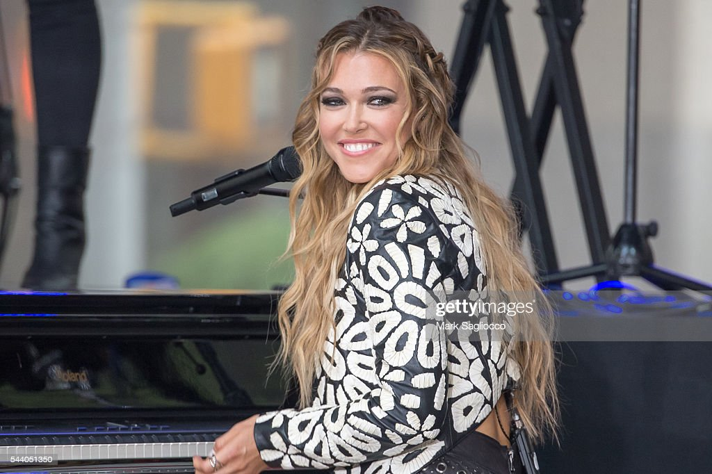 Singer/Songwriter <a gi-track='captionPersonalityLinkClicked' href=/galleries/search?phrase=Rachel+Platten&family=editorial&specificpeople=6972204 ng-click='$event.stopPropagation()'>Rachel Platten</a> performs on NBC's 'Today' show at Rockefeller Plaza on July 1, 2016 in New York City.