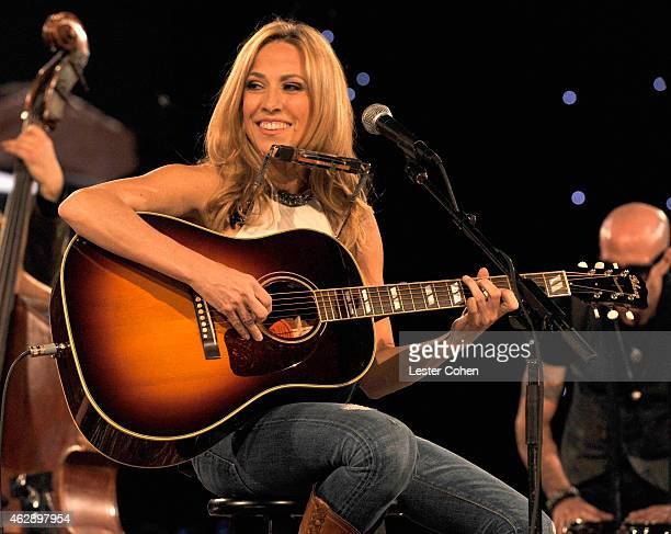 Singersongwriter Sheryl Crow performs onstage at the 25th anniversary MusiCares 2015 Person Of The Year Gala honoring Bob Dylan at the Los Angeles...