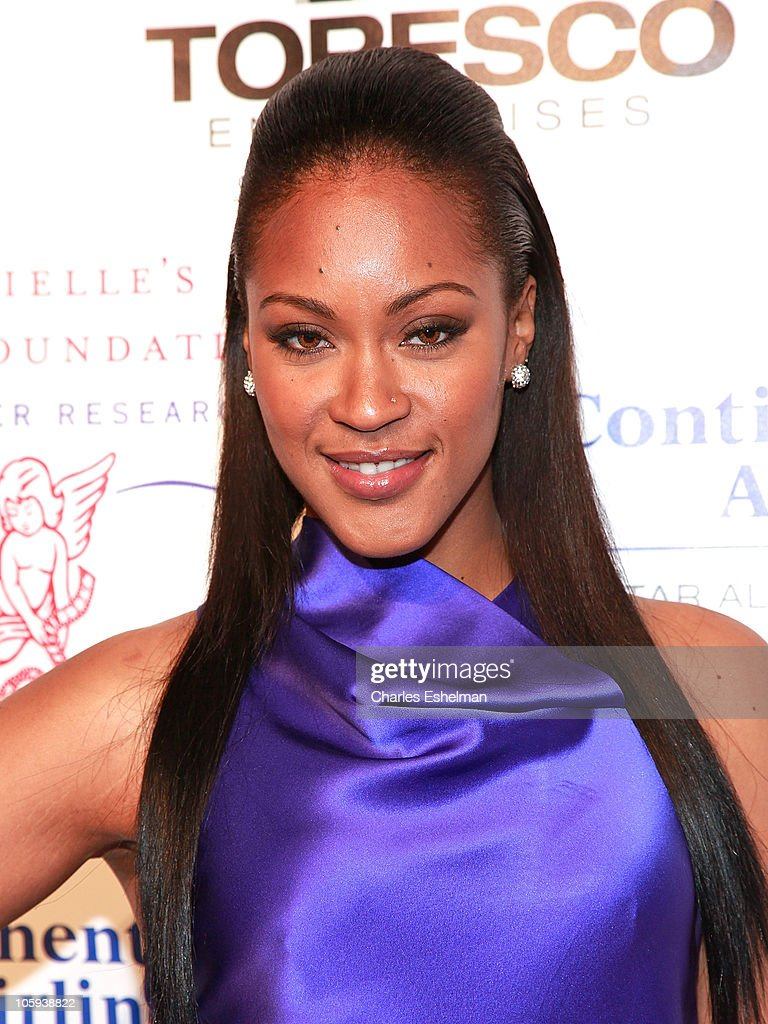 Singer/songwriter Shontelle attends the 2010 Angel Ball to Benefit Gabrielle's Angel Foundation at Cipriani Wall Street on October 21, 2010 in New York City.