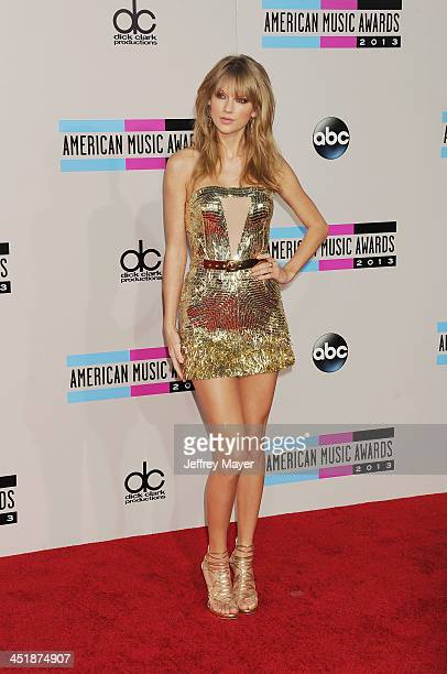 Singer/songwriter Taylor Swift attends the 2013 American Music Awards at Nokia Theatre LA Live on November 24 2013 in Los Angeles California