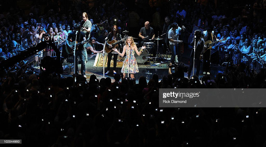 Singer/Songwriter Taylor Swift autographs for 13 hours on the 13th of June and plays with her band several for her fans during The CMA Music Festival...