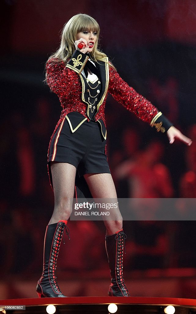 US singer-songwriter Taylor Swift performs during the 2012 MTV European Music Awards (EMA) at the Festhalle in Frankfurt am Main, central Germany on November 11, 2012. AFP PHOTO / DANIEL ROLAND