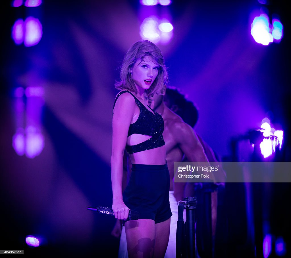 Singer-songwriter <a gi-track='captionPersonalityLinkClicked' href=/galleries/search?phrase=Taylor+Swift&family=editorial&specificpeople=619504 ng-click='$event.stopPropagation()'>Taylor Swift</a> performs onstage during <a gi-track='captionPersonalityLinkClicked' href=/galleries/search?phrase=Taylor+Swift&family=editorial&specificpeople=619504 ng-click='$event.stopPropagation()'>Taylor Swift</a> The 1989 World Tour Live In Los Angeles at Staples Center on August 22, 2015 in Los Angeles, California.