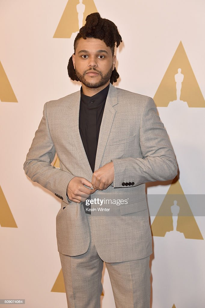Singer-songwriter <a gi-track='captionPersonalityLinkClicked' href=/galleries/search?phrase=The+Weeknd+-+Muzikant&family=editorial&specificpeople=8008743 ng-click='$event.stopPropagation()'>The Weeknd</a> attends the 88th Annual Academy Awards nominee luncheon on February 8, 2016 in Beverly Hills, California.