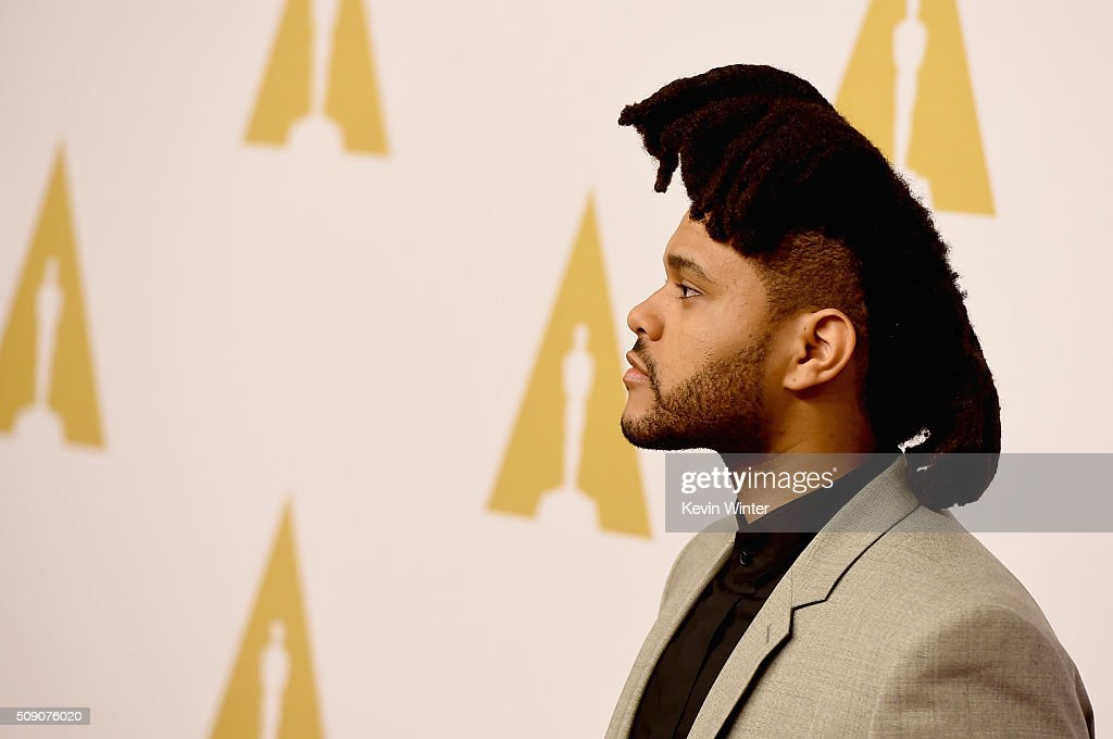 Singer/songwriter <a gi-track='captionPersonalityLinkClicked' href=/galleries/search?phrase=The+Weeknd+-+M%C3%BAsico&family=editorial&specificpeople=8008743 ng-click='$event.stopPropagation()'>The Weeknd</a> attends the 88th Annual Academy Awards nominee luncheon on February 8, 2016 in Beverly Hills, California.