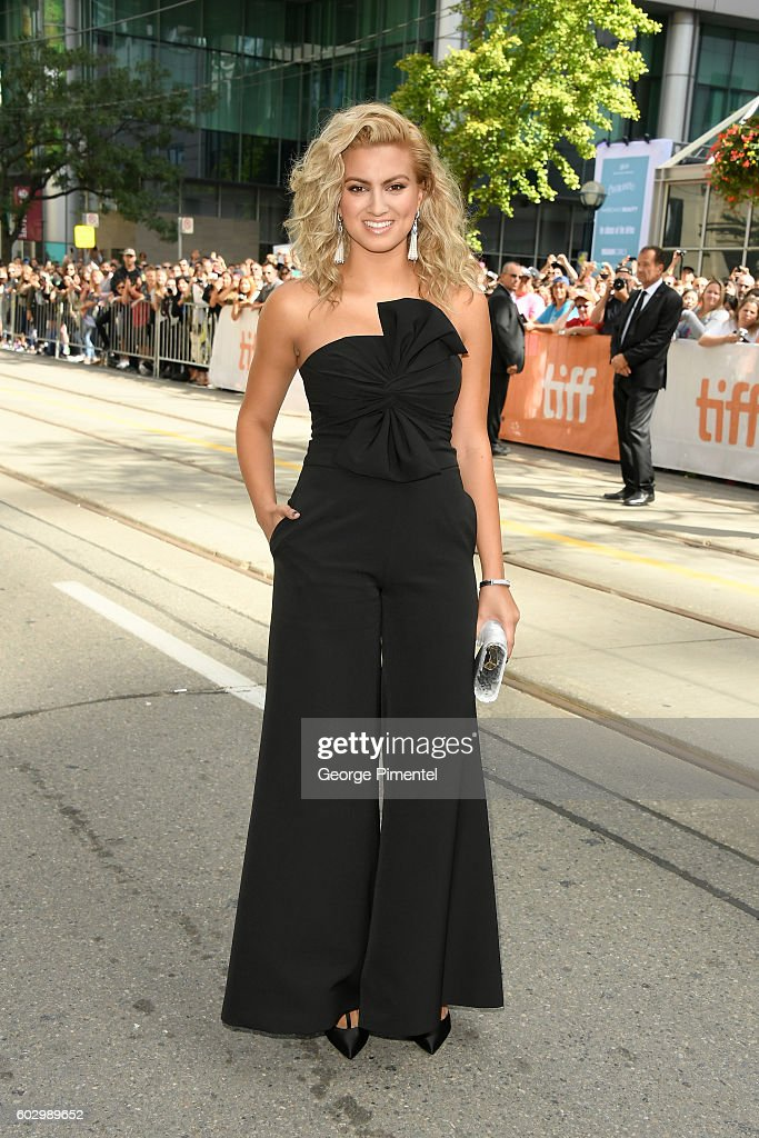 singersongwriter-tori-kelly-attends-the-sing-premiere-during-the-2016-picture-id602989652