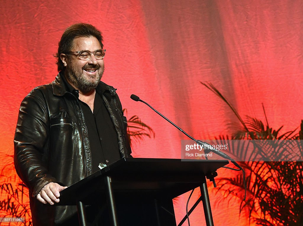 "Vince Gill Receives The E.W. ""Bud"" Wendell Award"