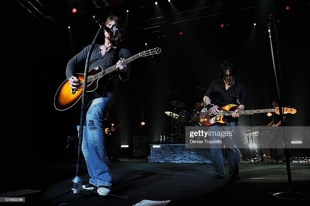 Singer/songwriter/guitarist John Rzeznik and singer/songwriter/bass guitarist Robby Takac of the Goo Goo Dolls perform at the Pearl Theatre at the...