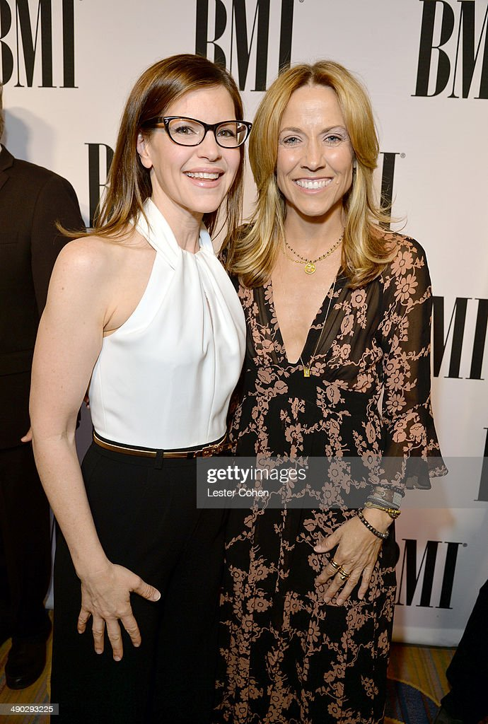 Singer-songwriters <a gi-track='captionPersonalityLinkClicked' href=/galleries/search?phrase=Lisa+Loeb&family=editorial&specificpeople=718615 ng-click='$event.stopPropagation()'>Lisa Loeb</a> (L) and <a gi-track='captionPersonalityLinkClicked' href=/galleries/search?phrase=Sheryl+Crow&family=editorial&specificpeople=201867 ng-click='$event.stopPropagation()'>Sheryl Crow</a> attend the 2014 BMI Pop Awards at the Beverly Wilshire Four Seasons Hotel on May 13, 2014 in Beverly Hills, California.