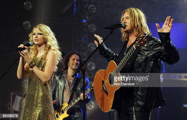 NASHVILLE TN OCTOBER 06 Singer/Songwriters Taylor Swift and Def Leppard's Joe Elliott during the taping of CMT Crossroads Def Leppard and Taylor...