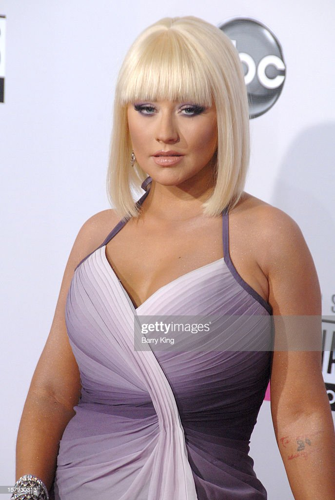 Singer/tv personality Christina Aguilera arrives at The 40th American Music Awards at Nokia Theatre L.A. Live on November 18, 2012 in Los Angeles, California.