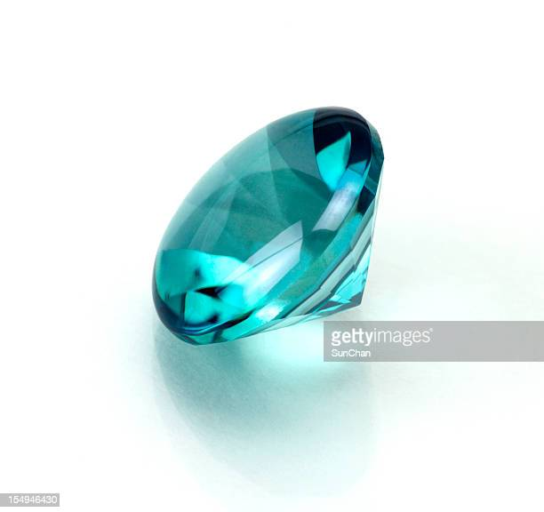 A single aquamarine or topaz round cut stone