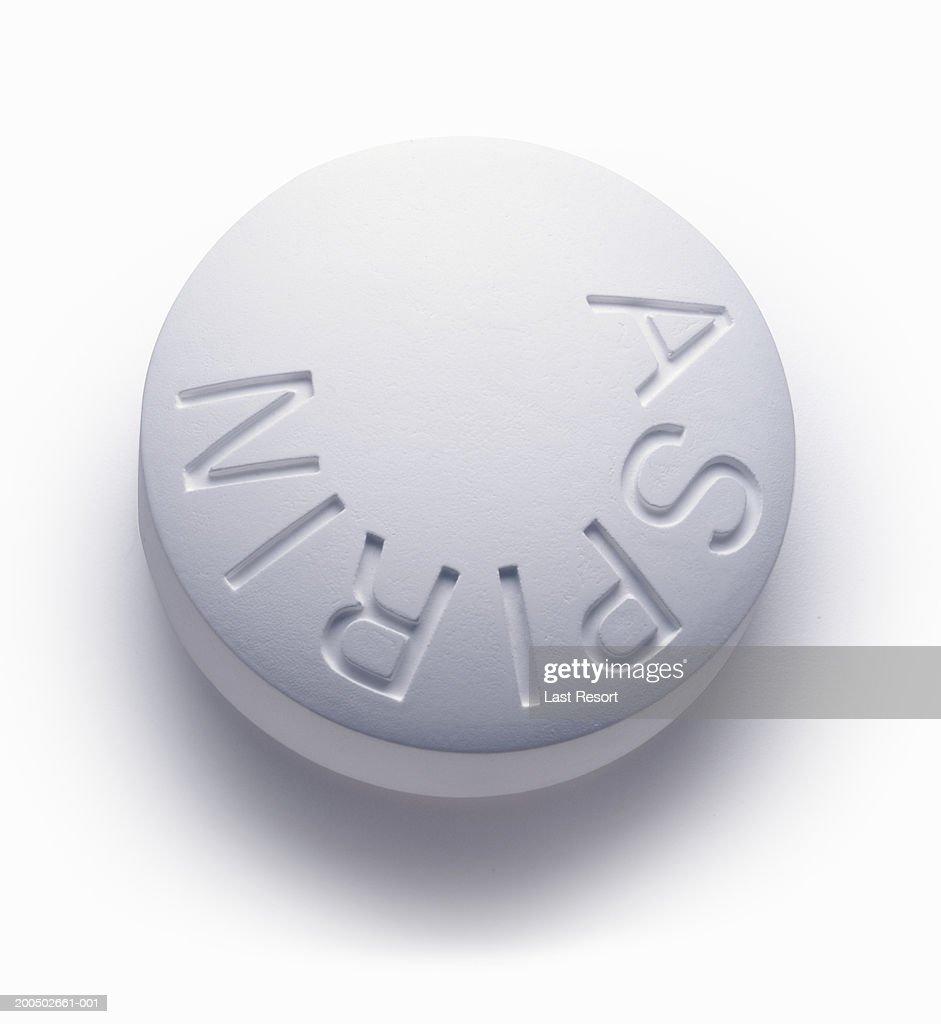 Single aspirin pill, close-up (still life)
