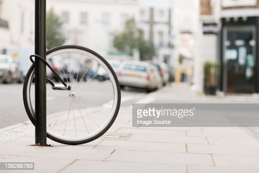 Single bicycle wheel secured to lamp post