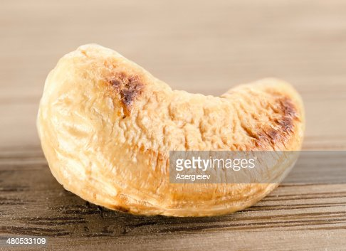 Single cashew nut  ( anacardium occidentale ) : Stock Photo