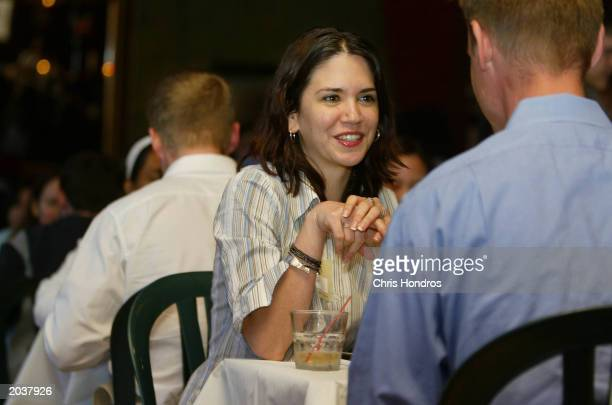 Single New Yorkers chat during a HurryDate speed dating event May 28 2003 in New York City Speed dating is a trend in New York pitting dozens of...