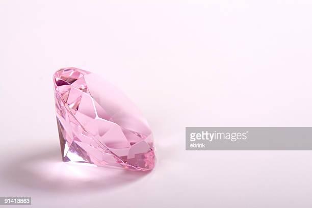 Une seule rose diamant sur fond blanc copyspace droite