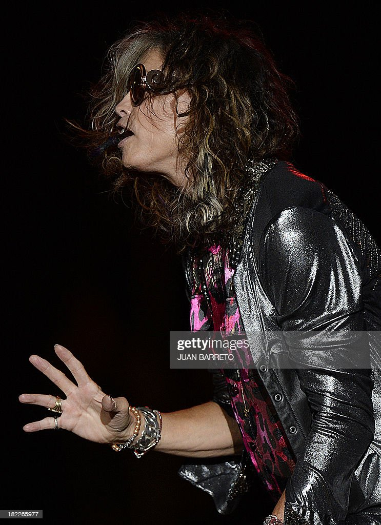 US singler Steven Tyler of Aerosmith performs during a concert in Caracas September 28, 2013. AFP PHOTO / JUAN BARRETO