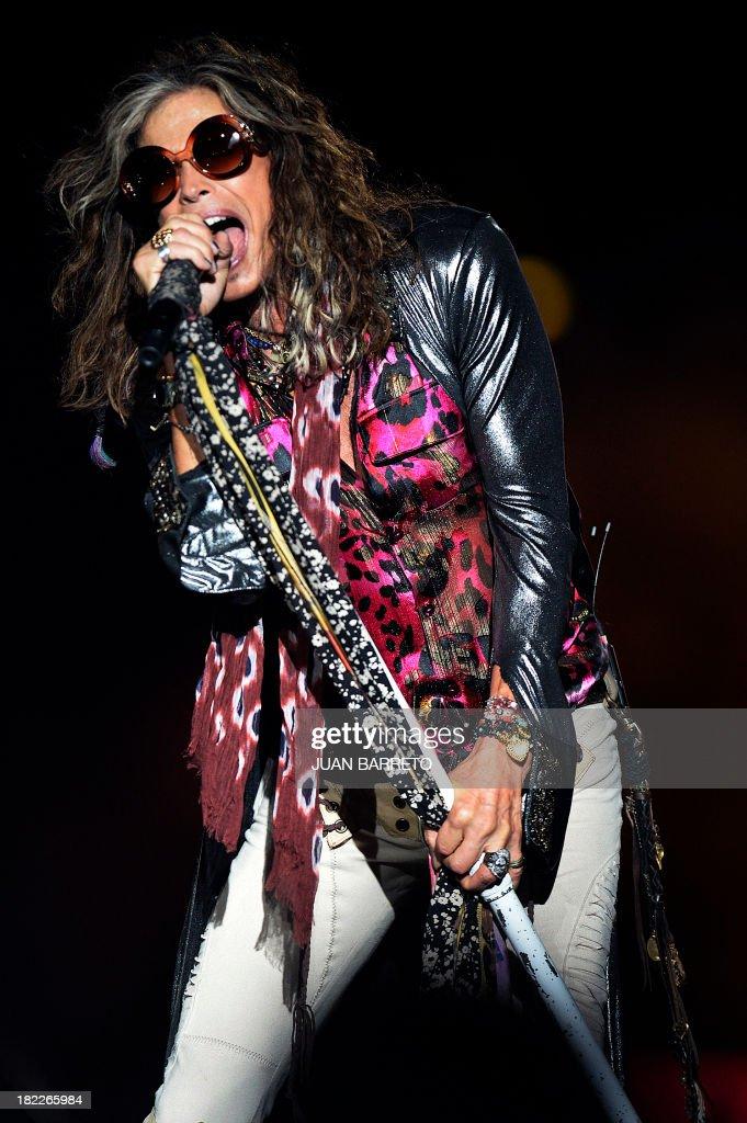 US singler Steven Tyler of Aerosmith performs during a concert in Caracas September 28, 2013.