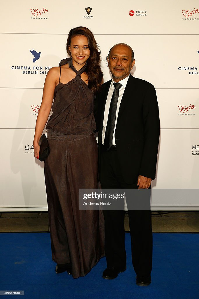 Sinta Weisz (L) arrives for the Cinema For Peace 2014 - Gala at Konzerthaus Am Gendarmenmarkt on February 10, 2014 in Berlin, Germany.