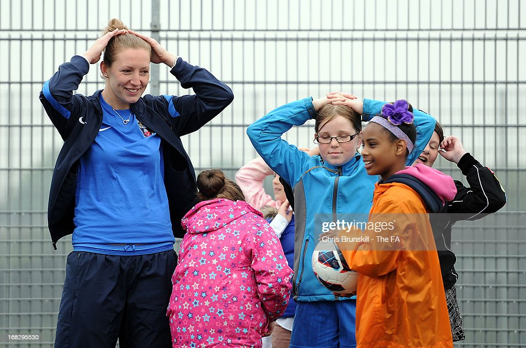 <a gi-track='captionPersonalityLinkClicked' href=/galleries/search?phrase=Siobhan+Chamberlain&family=editorial&specificpeople=4123852 ng-click='$event.stopPropagation()'>Siobhan Chamberlain</a> of Bristol Academy takes part in a training session with local school children at Keepmoat Stadium on May 8, 2013 in Doncaster, England.