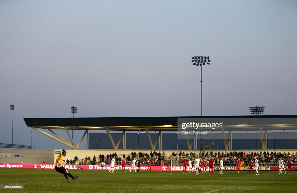 Siobhan Chamberlain of England takes a freekick during the Women's Friendly International match between England and China at the Manchester City...