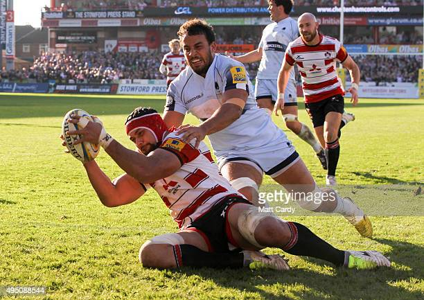 Sione Kalamafoni of Gloucester scores a try during the Aviva Premiership match between Gloucester Rugby and Worcester Warriors at Kingsholm Stadium...