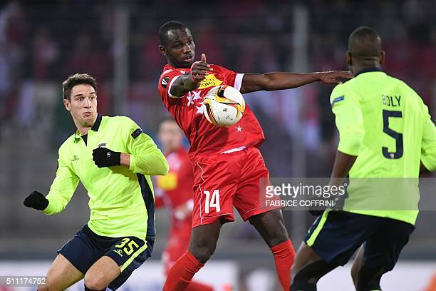 Sion's Senegalese forward Moussa Konate challenges Sporting Braga's Montenegrin midfielder Nikola Vukcevic and Sporting Braga's French defender Willy...