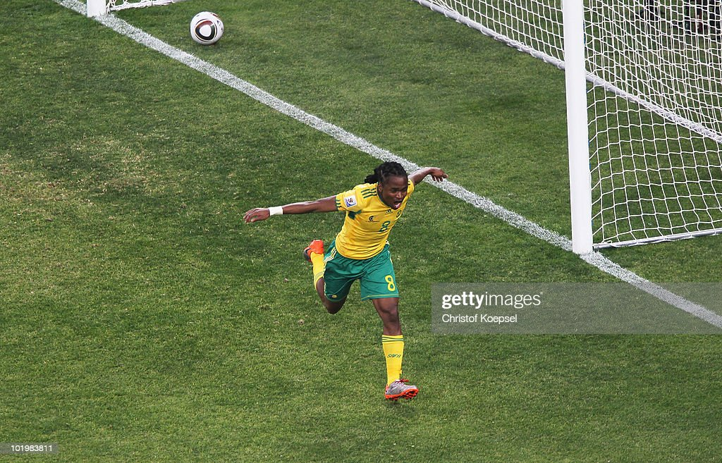 <a gi-track='captionPersonalityLinkClicked' href=/galleries/search?phrase=Siphiwe+Tshabalala&family=editorial&specificpeople=788347 ng-click='$event.stopPropagation()'>Siphiwe Tshabalala</a> of South Africa celebrates scoring the first goal during the 2010 FIFA World Cup South Africa Group A match between South Africa and Mexico at Soccer City Stadium on June 11, 2010 in Johannesburg, South Africa.