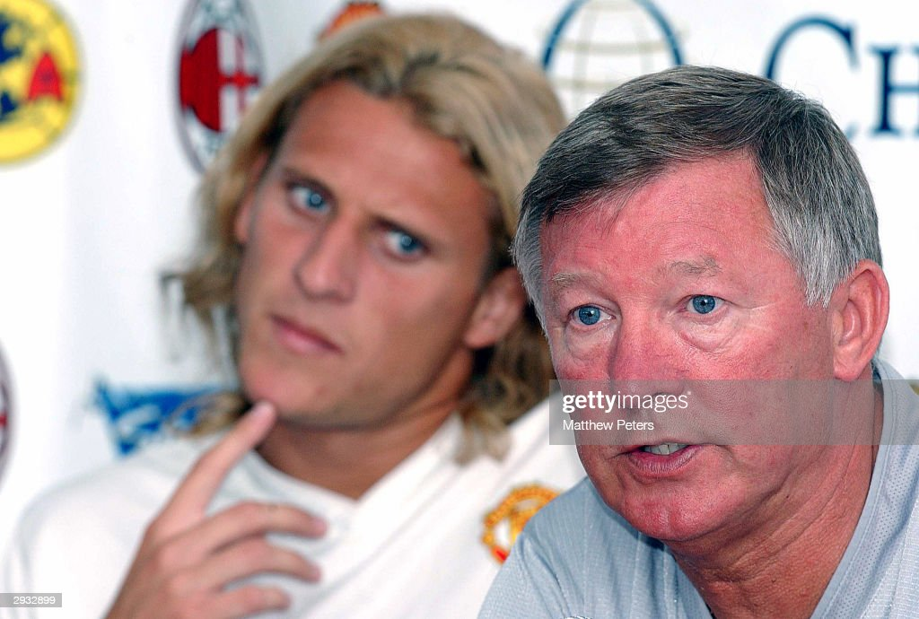 Sir <a gi-track='captionPersonalityLinkClicked' href=/galleries/search?phrase=Alex+Ferguson&family=editorial&specificpeople=203067 ng-click='$event.stopPropagation()'>Alex Ferguson</a> talks in a press conference as <a gi-track='captionPersonalityLinkClicked' href=/galleries/search?phrase=Diego+Forlan&family=editorial&specificpeople=171096 ng-click='$event.stopPropagation()'>Diego Forlan</a> listens in the background ahead of an open Manchester United training session on the second leg of their USA Tour in Los Angeles on 26 July 2003.