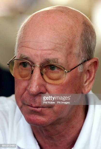 Sir Bobby Charlton addresses a group of English journalists at a World Cup 2006 press conference in Rio de Janeiro 23/04/02 English 1966 World Cup...