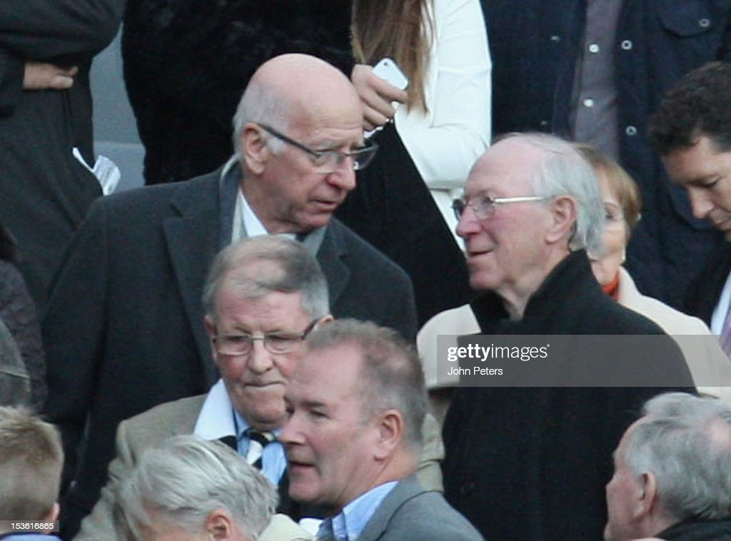 Sir <a gi-track='captionPersonalityLinkClicked' href=/galleries/search?phrase=Bobby+Charlton&family=editorial&specificpeople=204207 ng-click='$event.stopPropagation()'>Bobby Charlton</a> (L) of Manchester United talks to his brother <a gi-track='captionPersonalityLinkClicked' href=/galleries/search?phrase=Jack+Charlton&family=editorial&specificpeople=453447 ng-click='$event.stopPropagation()'>Jack Charlton</a> ahead of the Barclays Premier League match between Newcastle United and Manchester United at Sports Direct Arena on October 7, 2012 in Newcastle upon Tyne, England.