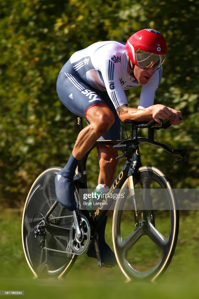 Sir <a gi-track='captionPersonalityLinkClicked' href=/galleries/search?phrase=Bradley+Wiggins&family=editorial&specificpeople=182490 ng-click='$event.stopPropagation()'>Bradley Wiggins</a> of Great Britain in action during the Elite Men's Time Trial, from Montecatini Terme to Florence on September 25, 2013 in Florence, Italy.
