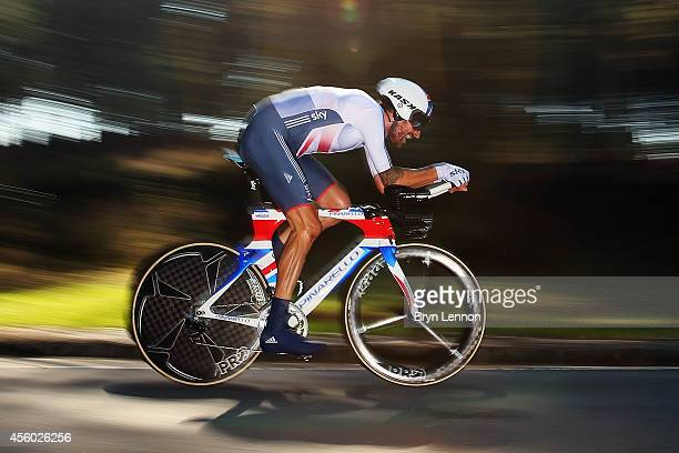 Sir Bradley Wiggins of Great Britain in action on his way to winning the Elite Men's Individual Time Trial on day four of the UCI Road World...