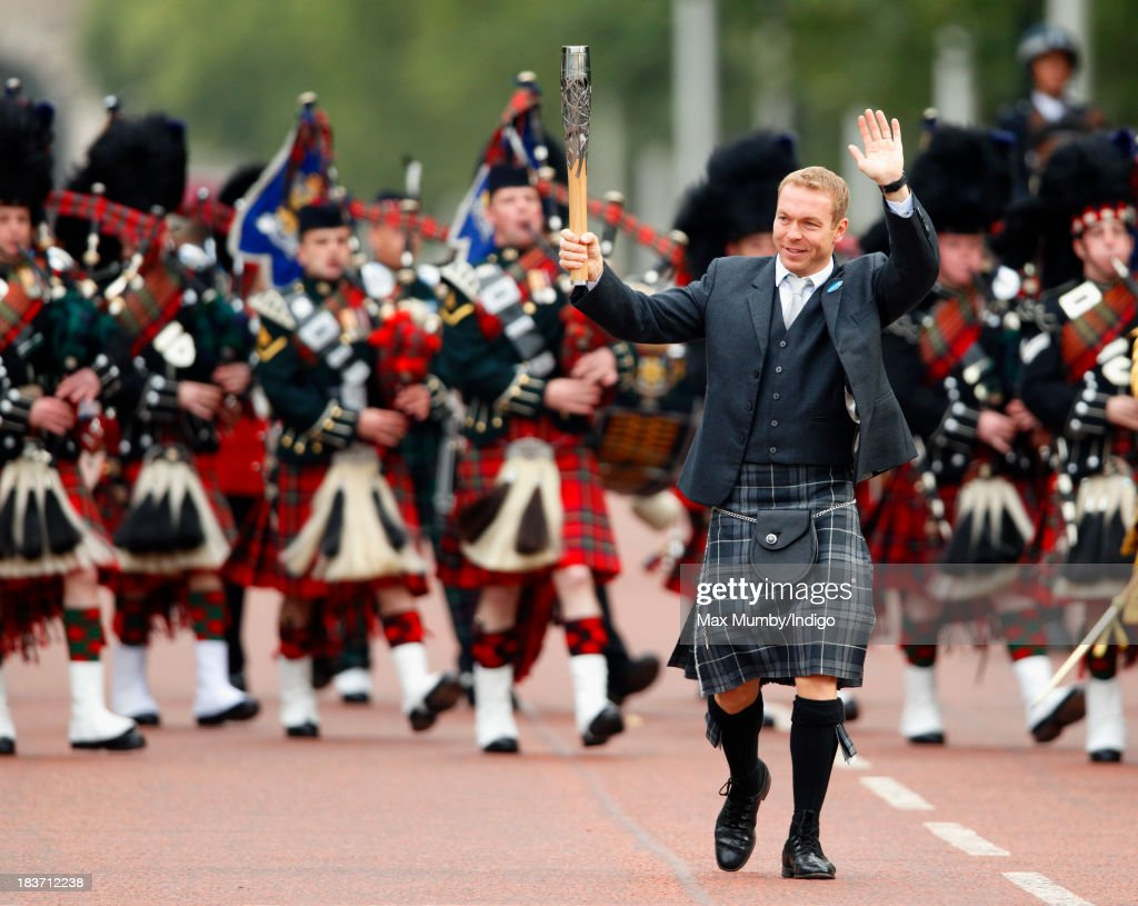 Sir <a gi-track='captionPersonalityLinkClicked' href=/galleries/search?phrase=Chris+Hoy&family=editorial&specificpeople=171259 ng-click='$event.stopPropagation()'>Chris Hoy</a> carries the 2014 Glasgow Commonwealth Games Baton down The Mall during the launch of the Queen's Baton Relay at Buckingham Palace on October 9, 2013 in London, England. Following the launch, the baton relay will continue it's journey visiting all 70 competing nations and territories ahead of the 2014 Glasgow Commonwealth Games.