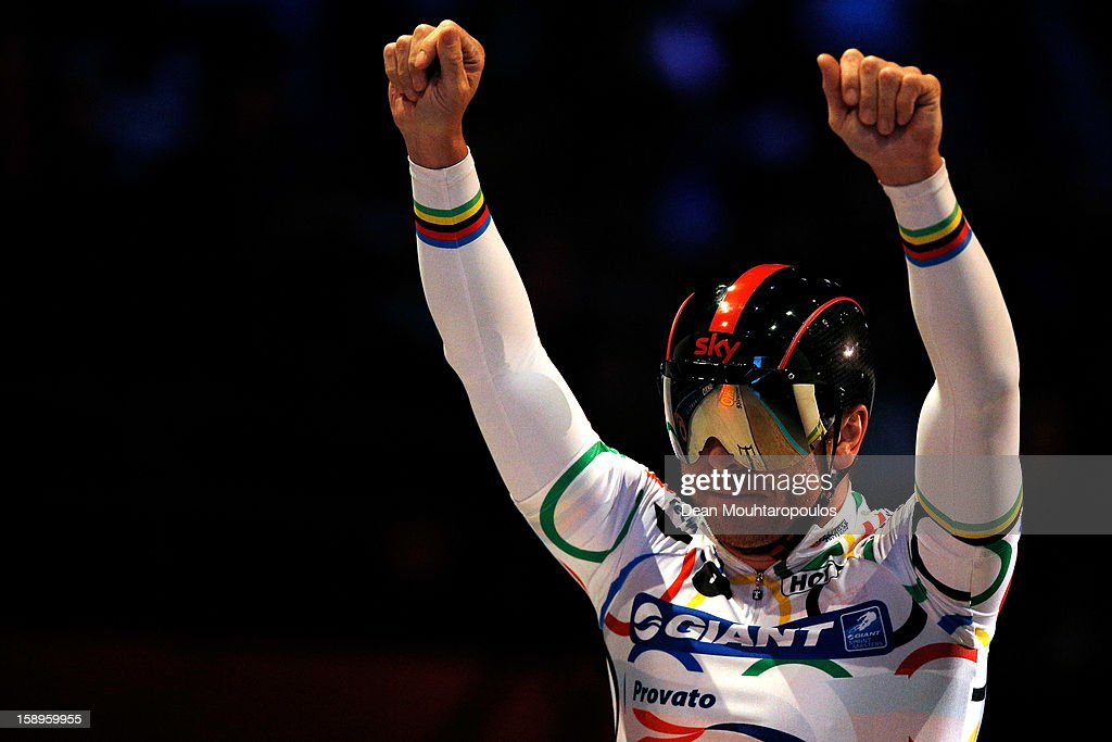 Sir <a gi-track='captionPersonalityLinkClicked' href=/galleries/search?phrase=Chris+Hoy&family=editorial&specificpeople=171259 ng-click='$event.stopPropagation()'>Chris Hoy</a> of Great Britain acknowledges the fans after his race in the Giant Sprint Masters during the Rotterdam 6 Day Cycling at Ahoy Rotterdam on January 4, 2013 in Rotterdam, Netherlands.