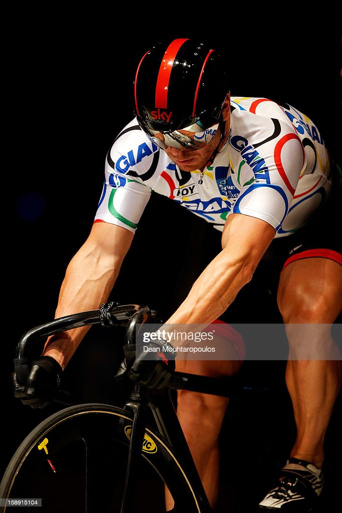 Sir <a gi-track='captionPersonalityLinkClicked' href=/galleries/search?phrase=Chris+Hoy&family=editorial&specificpeople=171259 ng-click='$event.stopPropagation()'>Chris Hoy</a> of Great Britain competes in the Giant Sprint Masters during the Rotterdam 6 Day Cycling at Ahoy Rotterdam on January 3, 2013 in Rotterdam, Netherlands.