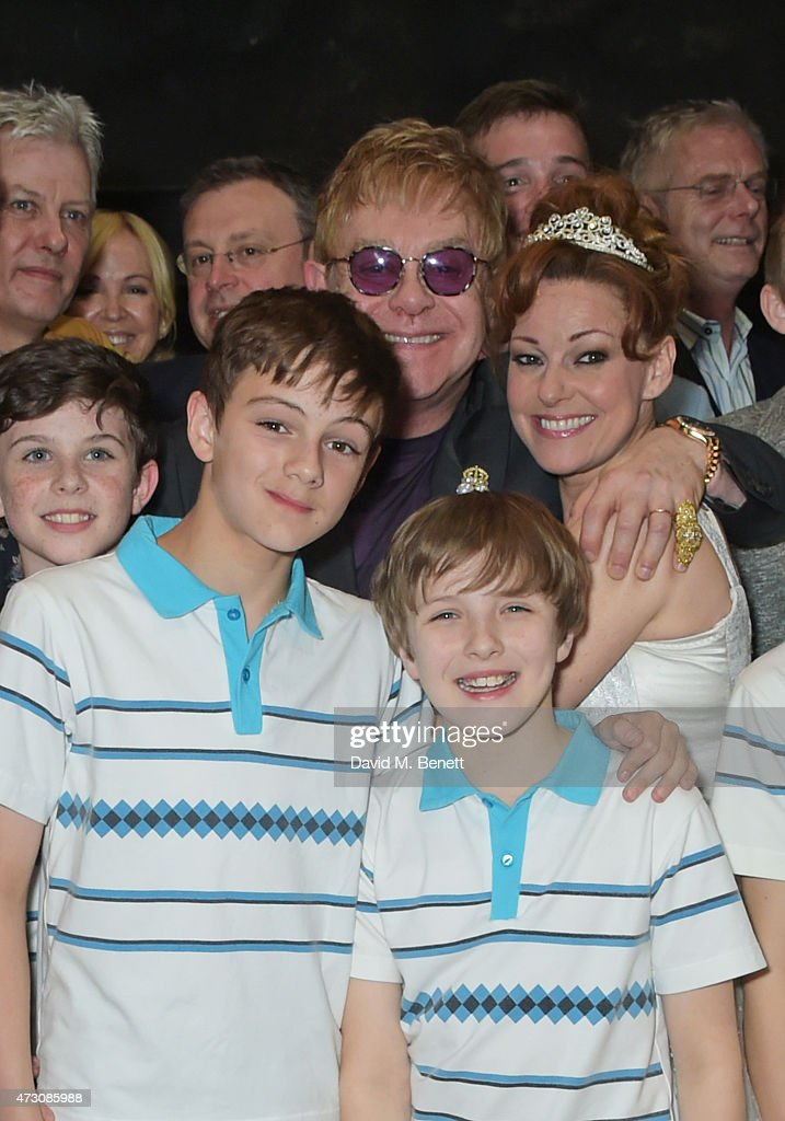 Sir Elton John poses with cast including Ruthie Henshall as 'Billy ...