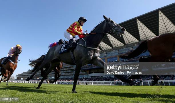 Sir Graham Wade ridden by Kieren Fallon during the Longines Sagaro Stakes during the Free Raceday at Ascot Racecourse Berkshire