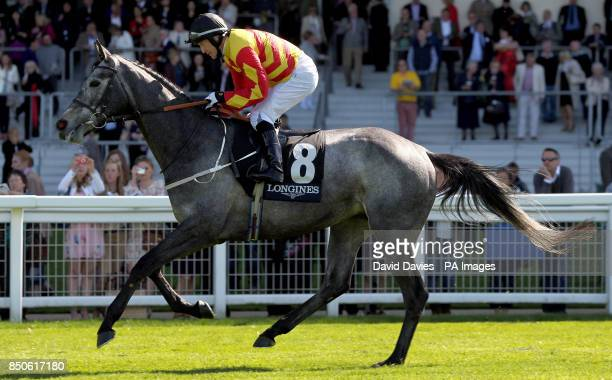 Sir Graham Wade ridden by Kieren Fallon in the Longines Sagaro Stakes during the Free Raceday at Ascot Racecourse Berkshire