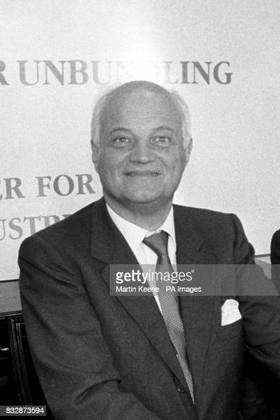 Sir James Goldsmith prime mover of Hoylake the company which is bidding for the BritishAmerican Tobacco company In London launching their 13 billion...