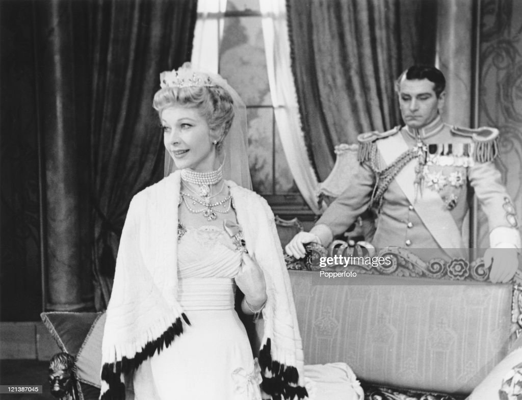 Sir Laurence Olivier (1907 - 1989) and his wife, actress Vivien Leigh (1913 - 1967) in the play 'The Sleeping Prince' at the Phoenix Theatre in London, 1953. Written by Terence Rattigan, the film tells the story of showgirl Mary Morgan who wins the love of a prince.