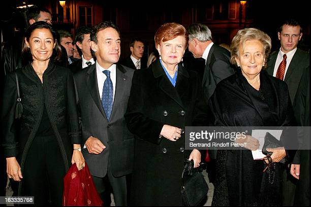 Sir Lindsay Owen Jones and wife Christina Vaira Vike Freiberga and Bernadette Chirac at the Gala Evening In Aid Of L'Association Le Pont Neuf At L'...