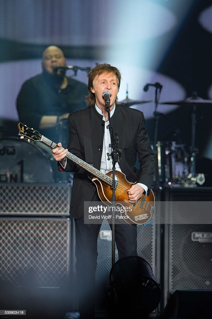 Sir Paul McCartney performs at AccorHotels Arena on May 30, 2016 in Paris, France.