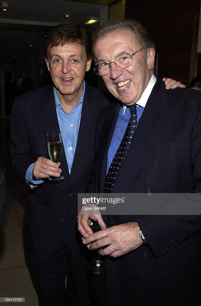 Sir Paul Mccartney & Sir David Frost, Charity Auction For Signed Photos For Twin Towers Fund, At The Royal Academy Of Arts, Piccadilly, London