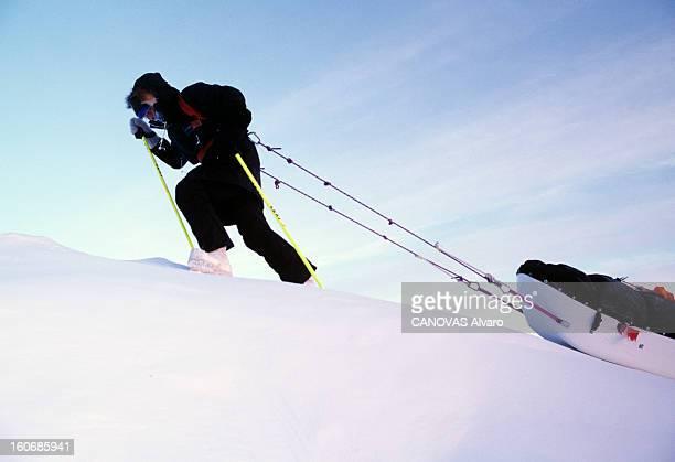 Sir Ranulph Fiennes Expedition To The North Pole février 2000 Reportage sur l'expédition de Sir Ranulph FIENNES au pôle nord Grimpant avec son...