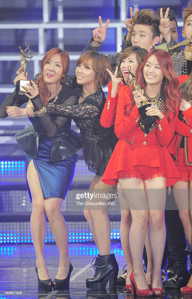 <a gi-track='captionPersonalityLinkClicked' href=/galleries/search?phrase=Sistar&family=editorial&specificpeople=7406280 ng-click='$event.stopPropagation()'>Sistar</a> and Secret pose during the 22nd High 1 Seoul Music Awards at Olympic Park on January 31, 2013 in Seoul, South Korea.