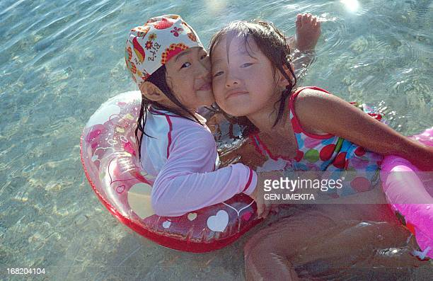 sisters who play in the sea