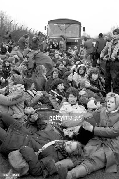 A sit down protest from the women peace campaigners trying to blockade the Greenham Common Airbase in Berkshire Police started to remove them from...