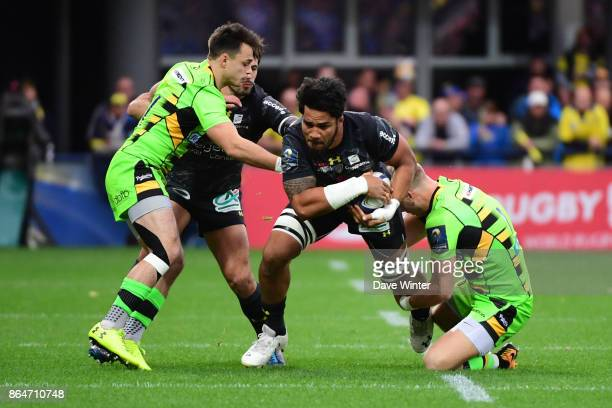 Sitaleki Timani of Clermont on the attack during the European Rugby Champions Cup match between Clermont Auvergne and Northampton Saints on October...